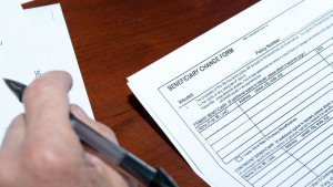Does naming beneficiaries on my accounts help my professional executor?